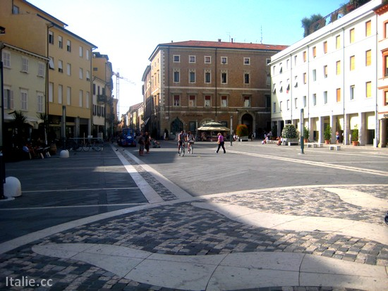 Faire du shopping a Rimini