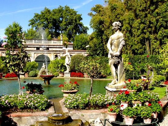 Palais Lucques Italie
