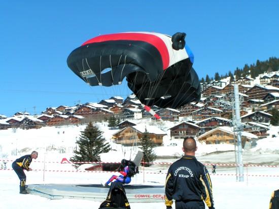 Parachute dans les Alpes italiennes